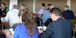 Deelnemers aan training in lokaal